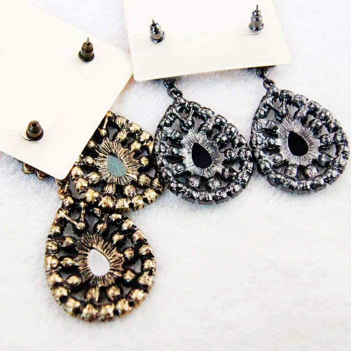 Pair of Rhinestone Water Drop Flower Earrings