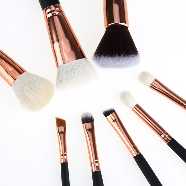 Goat hair makeup brushes