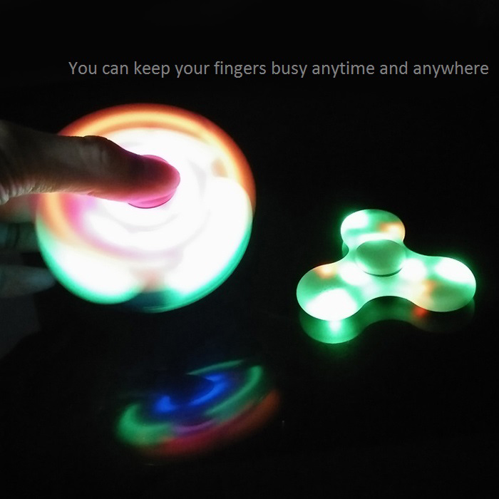 Lumières LED Fidget Spinner avec chargeur USB Charge Bluetooth