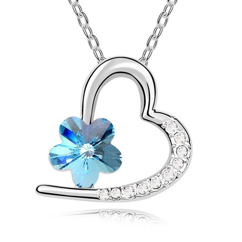 Rhinestoned Flower Decorated Heart Pendant Necklace