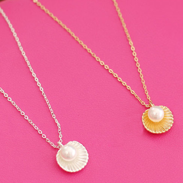 Fake Pearl Shell Pendant Necklace