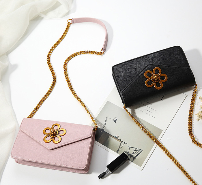 Flower Turnlock Cross Body Chain Bag