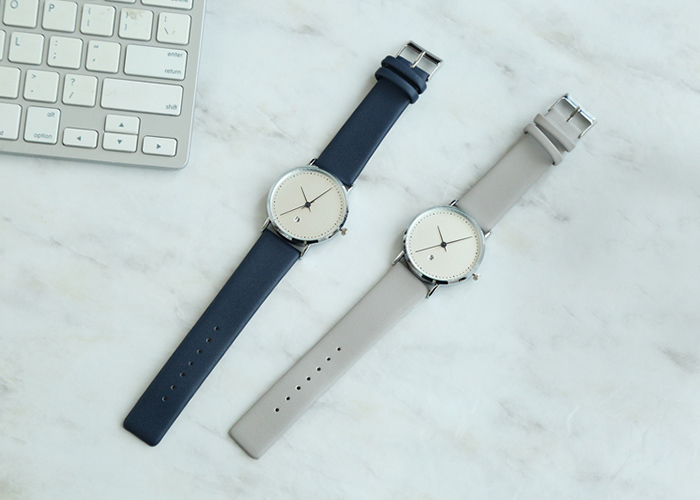 Faux Leather Strap Minimalist Date Watch