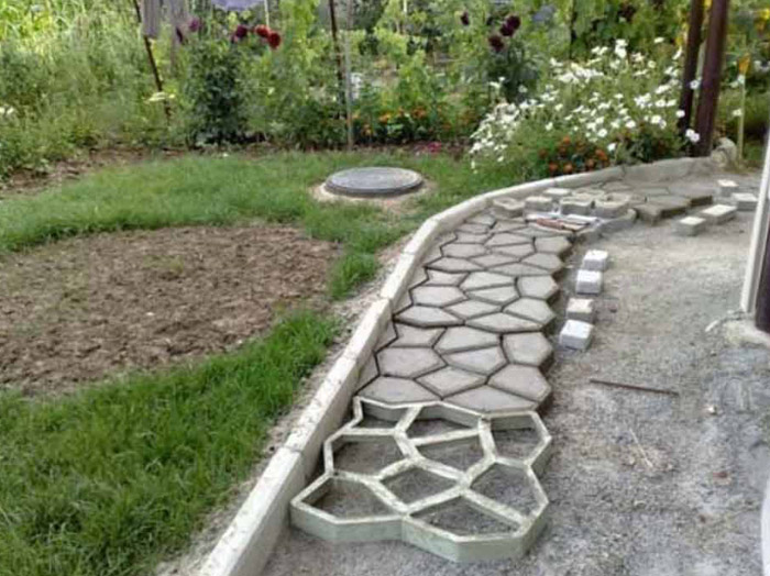 Pavement Concrete Mold Garden Walk Path Maker